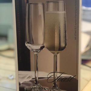 New in box toast champagne glasses